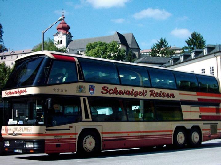 Bus Schwaiger mit Nonnberg