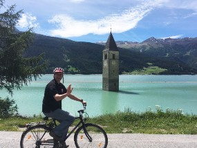 Wo bin ich...mit diesem Bild schickte unser Busfahrer uns die Grüße aus einer Reise nach Südtirol:-)